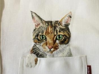 刺繍の猫シャツ3.jpg